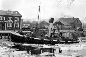 Där nuvarande Malmö Live ligger idag låg tidigare bl.a. Saltimporten och en benmölla. Perspektiv från andra sidan kanalen dvs. från Norra Vallgatan.