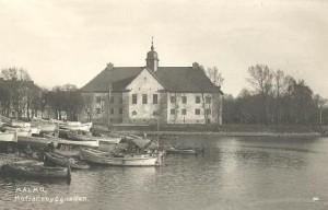 Vykort med motiv av den gamla hovrätten, sett från andra sidan kanalen, vid nuvarande nya hovrätten.